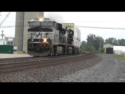 (1080p HD) A Fast Intermodal Lead by a GEVO Flies through Oak Harbor, OH on 7/27/2013