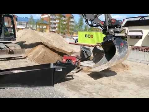 Volvo EC160CL with OilQuick in work