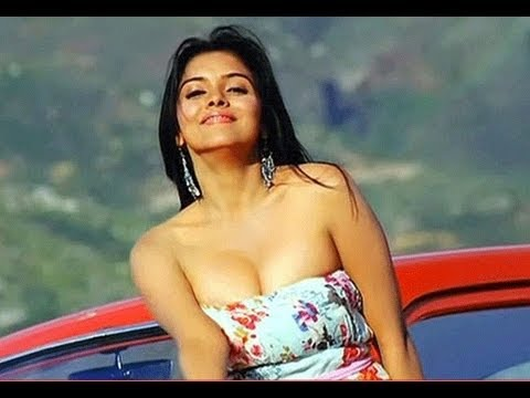 Hot Asin To Pair Up With Chiyaan Vikram video
