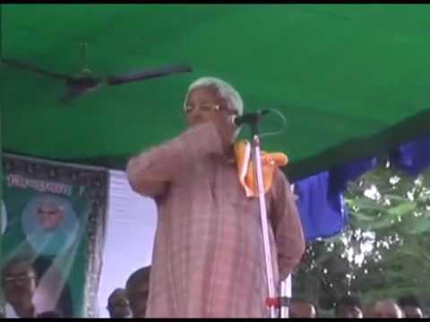 Live Video of A Fan Fall of Lalu Prasad Yadav in A Rally in Bihar