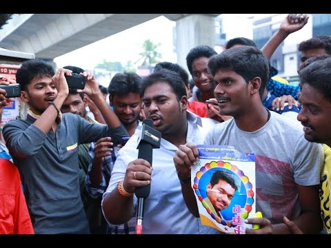Vijay arrives at Kasi theater wearing a mask to celebrate Kaththi release