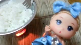 Thử chơi chiên xúc xích, làm trứng ốp la, chiên cơm bằng đồ chơi bếp nhôm