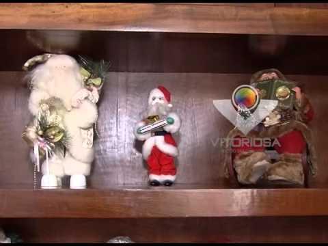 Papais Noel, guirlandas e até louças fazem parte da decoração natalina