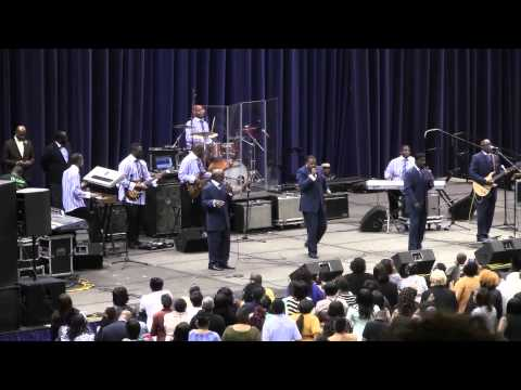 "Doc McKenzie and the Hilites  ""I wont complain"" Family Reunion Albany GA 2014"