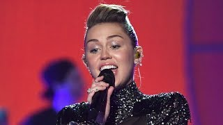 """download lagu Miley Cyrus Sings """"the Climb"""" For The First Time gratis"""