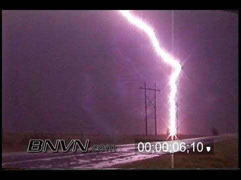 4/10/1995 Very close lightning strike video