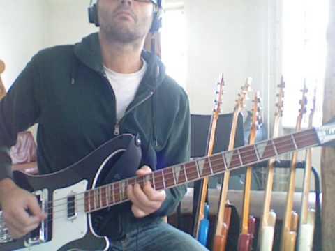 L217 Heavy bluesy pentatonic bass in E