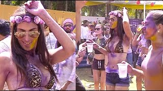 Download What goes on inside Ekta Kapoor's holi party! 3Gp Mp4