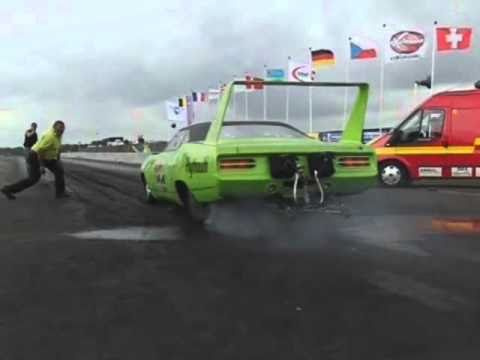 Voodoo Hemi Superbird in slow motion
