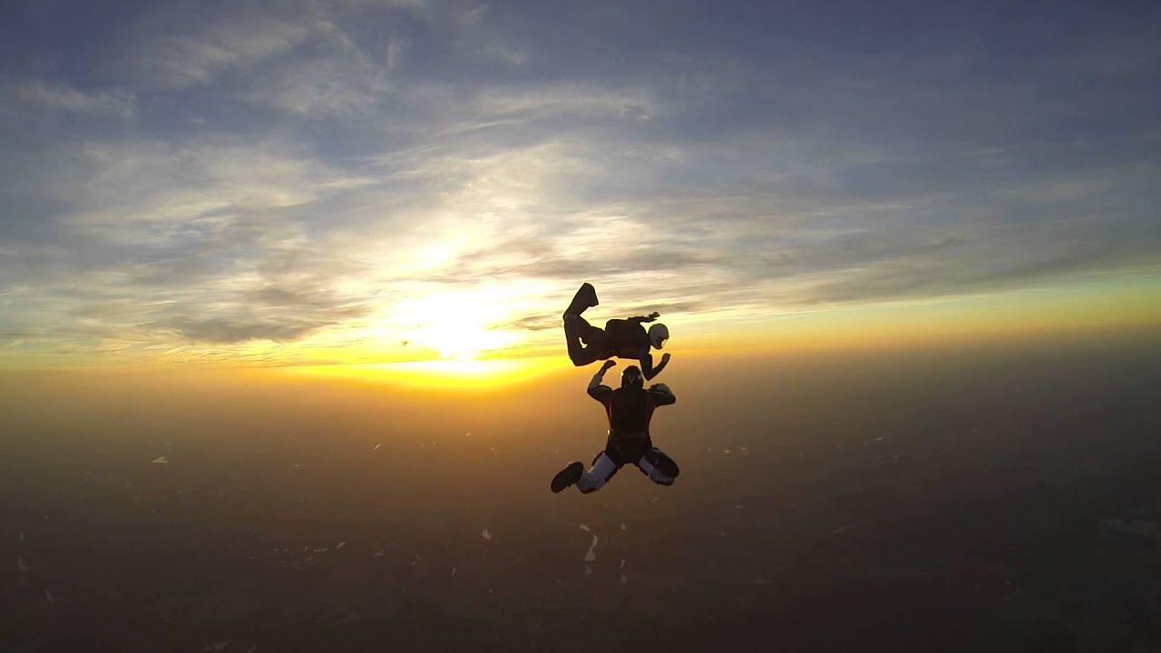 Saut en parachute vr2 au sunset de nevers youtube - Saut en parachute nevers ...