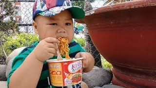 Đồ chơi trẻ em bé pin mì xúc xích ❤ PinPin TV ❤ Baby toys noodles sausage