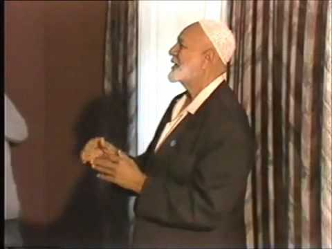 Ahmed Deedat Answers Christians Why Muslims Take Off Shoes Before Praying, Funny Surprise!! video