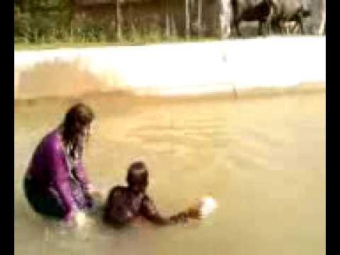 jinakai pa mastai ke sexy & cute pathan Girl swiming in canal