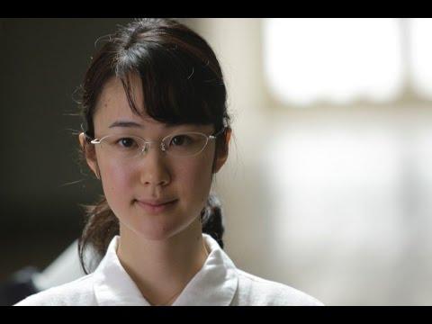 黒木 華(はる) 天皇の料理番の俊子役 - YouTube