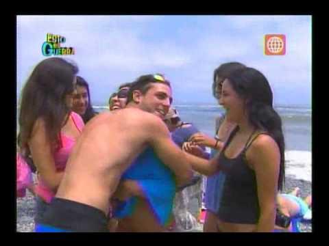 Esto es Guerra de Verano: Yaco y Nicola sacan bikinis en la playa - 09/01/2013