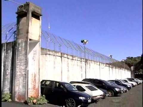 ADOLESCENTE TENTA JOGAR DROGAS E CELULARES PARA DENTRO DA 9ª SDP DE MARINGA