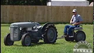 This Classic Tractor Doesn't Need A Driver! - Remote Controlled - Classic Tractor Fever