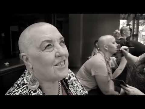Una Mujer Sufre De Cancer. Lo Que Hacen Sus Amigas Por Ella Es Una Belleza.