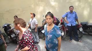 Đông đảo Nhà Đầu Tư đến Báo An Ninh Thủ Đô để phản đối tờ báo này đưa tim sai sự thật