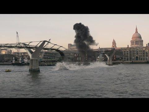 Tourist destroys bridge in London