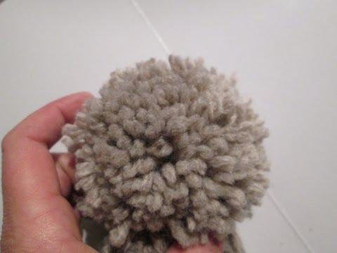 tuto pompon apprendre a faire un pompon en laine pour les. Black Bedroom Furniture Sets. Home Design Ideas