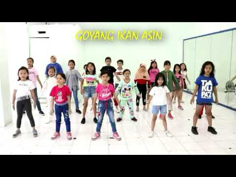 Download IKAN ASIN DANCE KIDS | GOYANG IKAN ASIN ANAK Mp4 baru