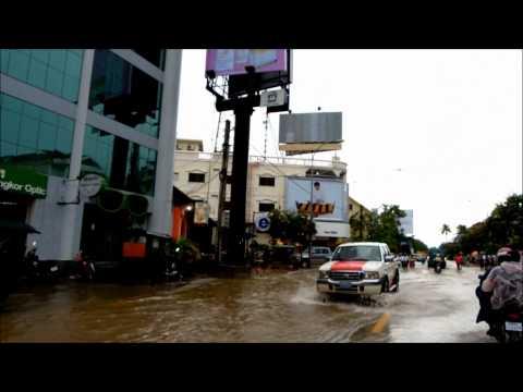 Flooding in Cambodia  カンボジア シェムリアップの洪水