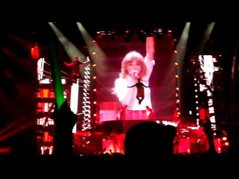 Taylor Swift - Holy Ground (Red Tour - Newark, NJ - March 29, 2013)