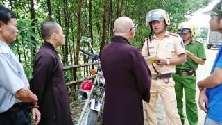 Chính Quyền cấm người dân vùng lũ nhận quà cứu trợ từ Tăng Đoàn GHPG