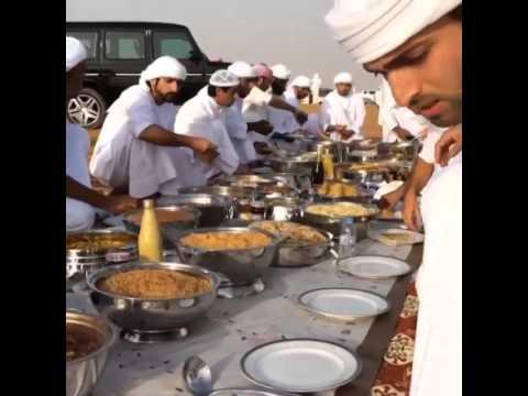 سمو الشيخ حمدان بن محمد يتناول طعام الافطار مع الاصدقاء 2014/09/17