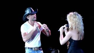 Download Lagu Tim Mcgraw Kicks out Fan before duet with Band Perry Gorge, WA 6/18/2011 Gratis STAFABAND