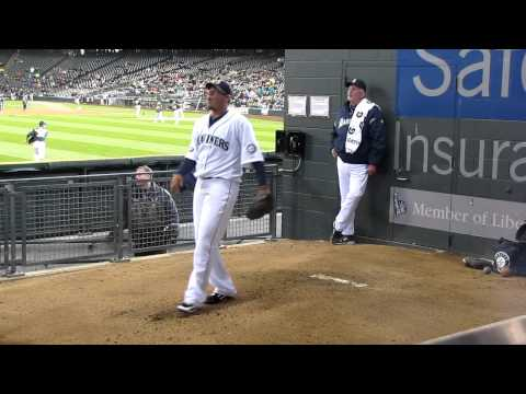Felix Hernandez pitching in the Mariners Bullpen pregame 4/21/11 HD