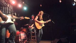 Watch Zoe Muth & The Lost High Rollers Before The Night Is Gone video