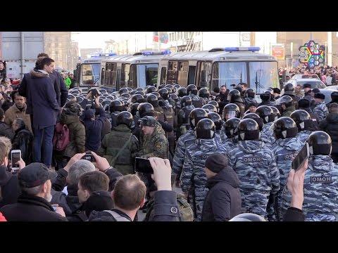 Навального задержали, но люди продолжили протестовать в Москве