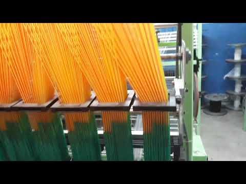 Cận cảnh máy dệt dây nhiều màu sắc