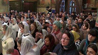 Православные верующие отмечают Сретение Господне.