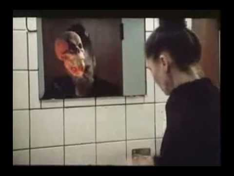 Bromas en baño de mujeres