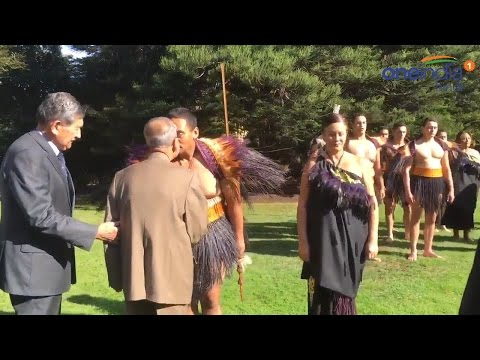Pranab Mukherjee rubbed nose with Maori chief, watch video | वनइंडिया हिन्दी