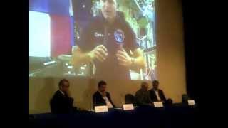 video Conversazione tra Roberto Cota e Luca Parmitano, astronauta attualmente sulla Stazione Spaziale Internazionale. Si è parlato delle sensazioni che si provano,...