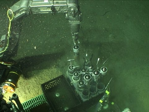 Scientists get first look at seabed near B.P. oil spill site