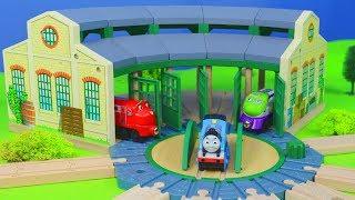 Thomas & Chuggington Zug Lokschuppen, Holz Züge & Spielzeugautos Unboxing von BRIO für Kinder