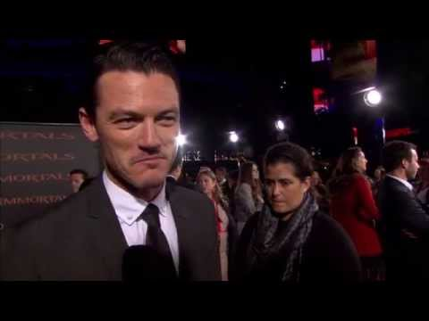 Immortals Premiere:  Luke Evans - Red Carpet (Inmortales)