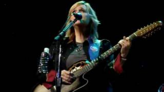 Watch Melissa Etheridge Glorious video