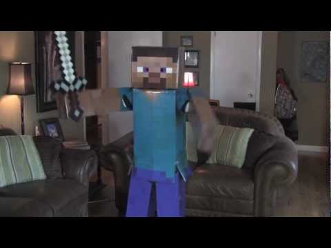 Minecraft Steve dancing to the epic creeper song. costume