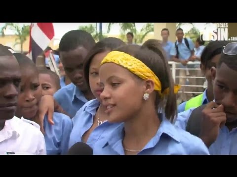 Dominican Republic News 2015 - Students and teachers in low-income areas demand funding