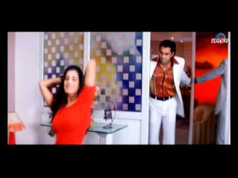 Amisha Patel undresses herself in front of a mirror (Humraaz...