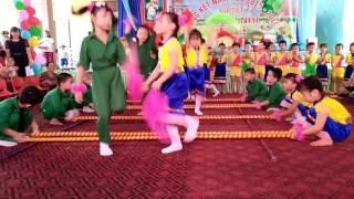 Múa sạp - Tiết mục VN của cô và bé 5 tuổi trong ngày lễ 1/6 - trường mầm non Thị Trấn Vĩnh Bảo.