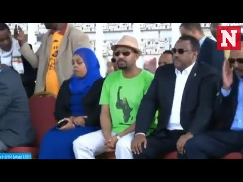 Ethiopian PM rushed off stage after explosion at rally thumbnail