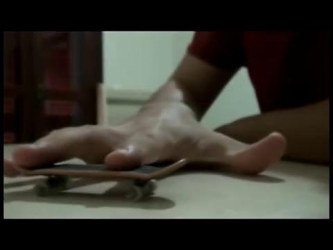 Como dar um Kickflip em skate de dedo