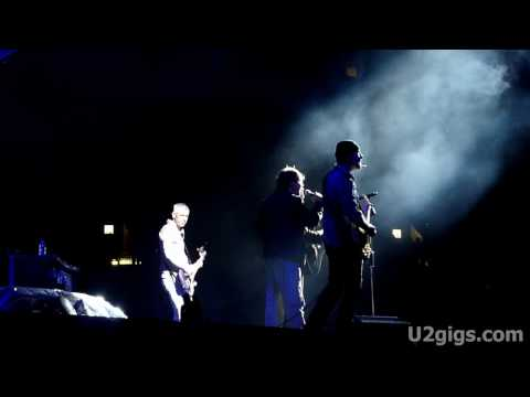 http://www.u2gigs.com - U2 performing Knockin&#039; On Heaven&#039;s Door with Yuri Shevchuk during their 360&Acirc;&deg; concert in Moscow, Russia, Luzhniki Stadium on August 25...